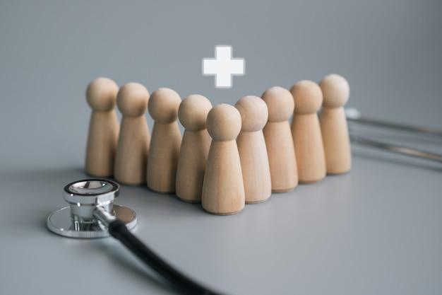 Conceito de pessoal de madeira equipe médica com estetoscópio