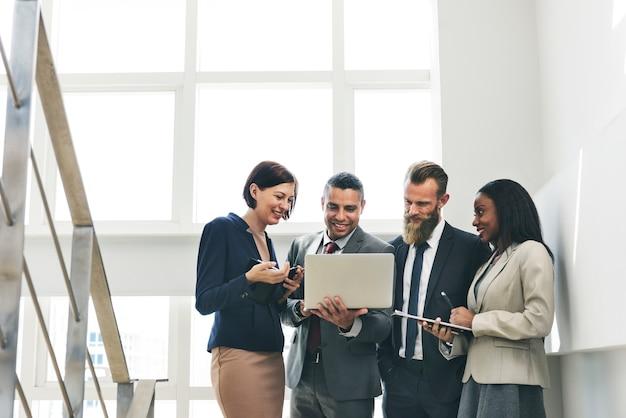 Conceito de planejamento de pesquisa de trabalho de equipe de negócios