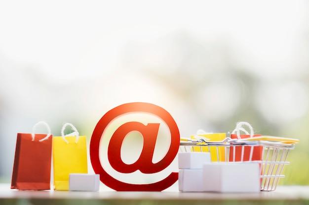 Conceito de plano de fundo de compras e entrega on-line.