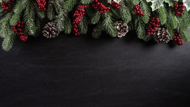 Conceito de plano de fundo de natal em fundo preto de madeira.