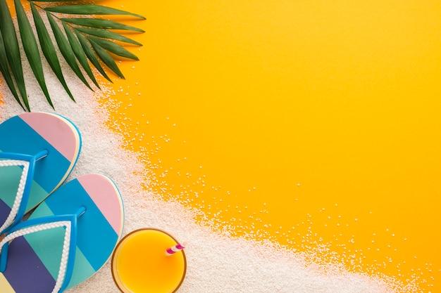 Conceito de praia plana leigos com espaço de cópia