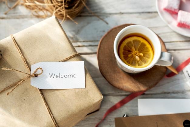Conceito de presente de presente de cartão de etiqueta de mensagem