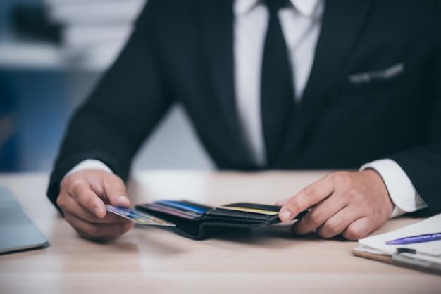 Conceito de problemas financeiros com cartões de crédito