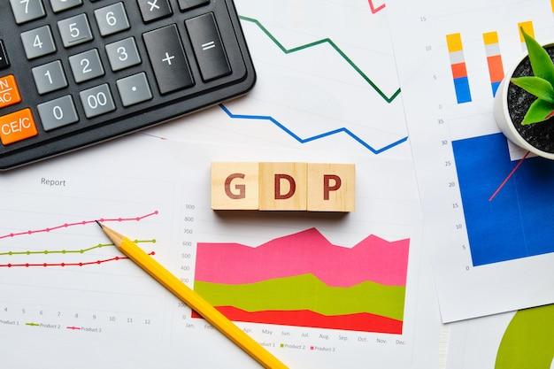 Conceito de produto interno bruto com gráficos e relatórios