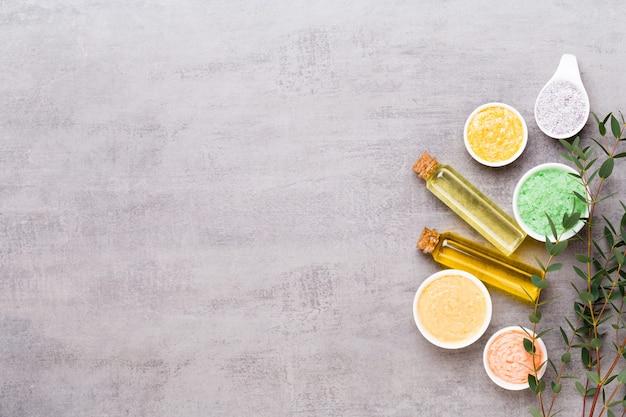 Conceito de produtos cosméticos de spa, fundo de spa com copyspace, plano leigo, vista de cima.