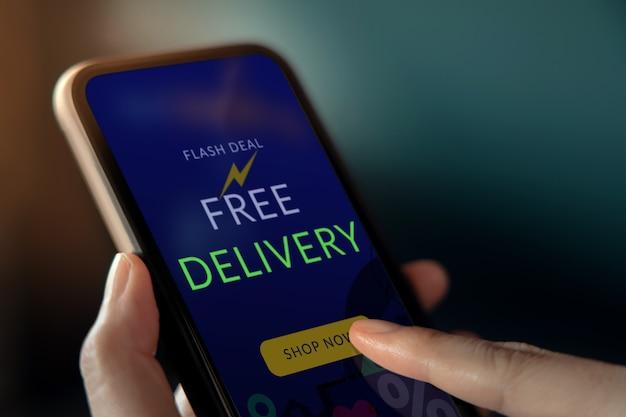 Conceito de promoção de entrega gratuita. estratégia de marketing digital