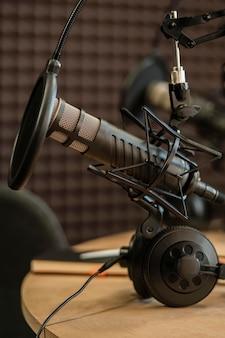 Conceito de rádio com equipamento