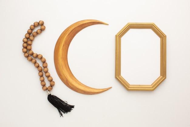 Conceito de ramadã. mês de ouro, rosário e moldura para o seu texto. foto de alta qualidade