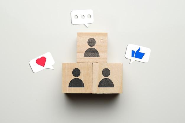 Conceito de redes sociais, gostos de comunicação e assinaturas.