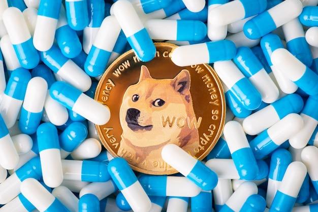 Conceito de remédio criptomoeda pagando em criptomoeda por serviços médicos