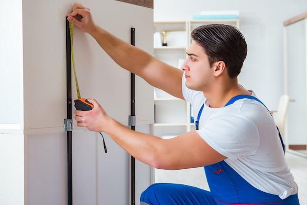 Conceito de reparação e montagem de móveis