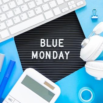 Conceito de segunda-feira azul com teclado