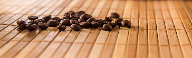 Conceito de semente de café isolado perto