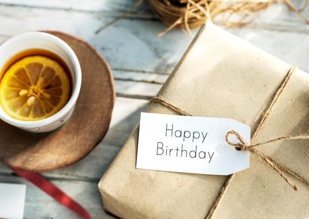 Conceito de sinal de mensagem de feliz aniversário