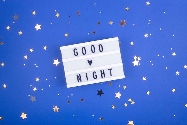Conceito de sono saudável - inscrição de boa noite no azul.