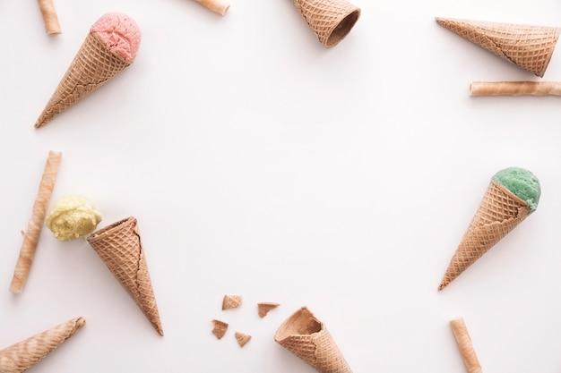 Conceito de sorvete com copyspace no meio