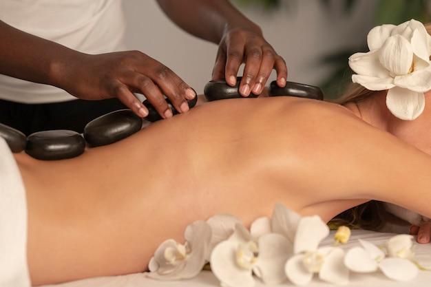 Conceito de spa, bem-estar, beleza e relaxamento