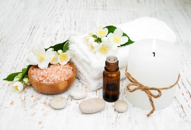 Conceito de spa com flores de jasmim