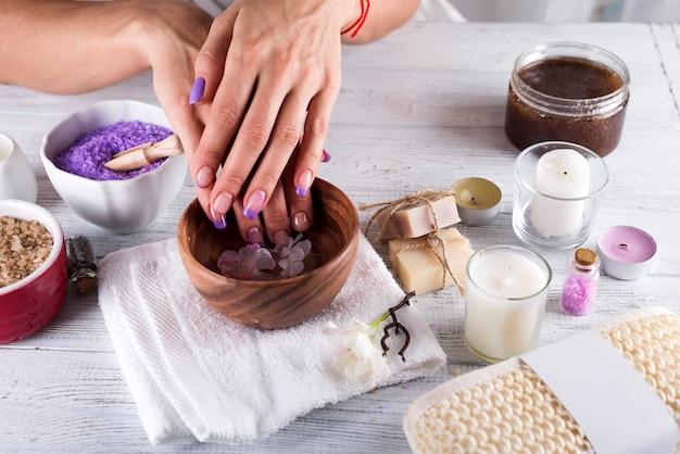 Conceito de spa.manicure de mãos