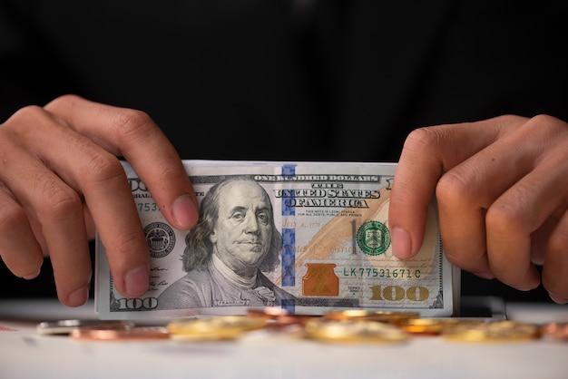 Conceito de sucesso e dinheiro de negócios com bitcoins