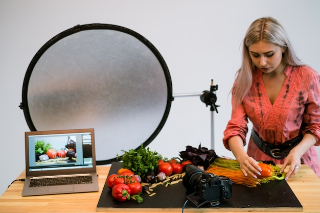 Conceito de tecnologia de comércio eletrônico de fotografia de comida estilista foto de propaganda