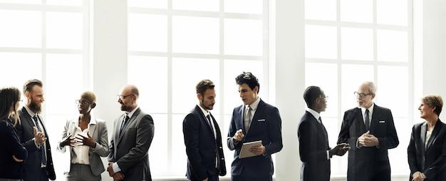 Conceito de trabalho de estratégia de discussão de reunião de grupo de negócios