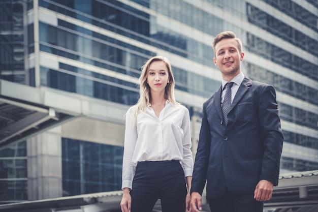 Conceito de trabalho em equipe de organização de corporação de negócios