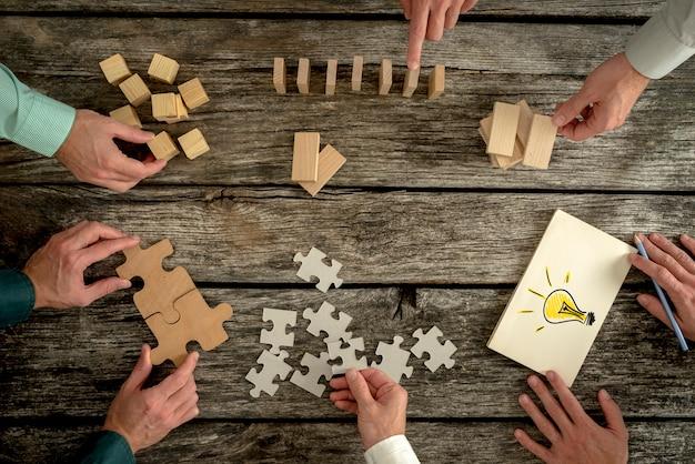 Conceito de trabalho em equipe, estratégia, visão ou educação