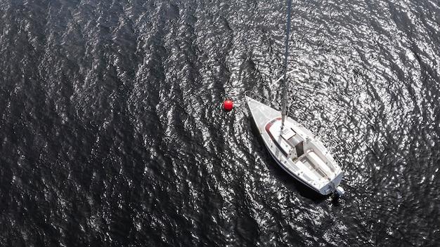Conceito de transporte com barco