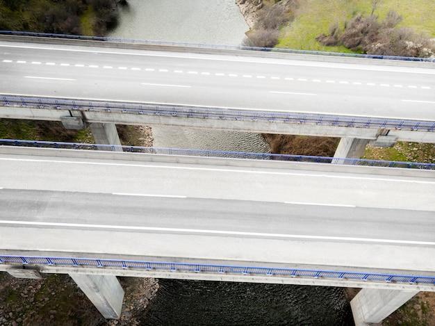 Conceito de transporte com pontes Foto gratuita