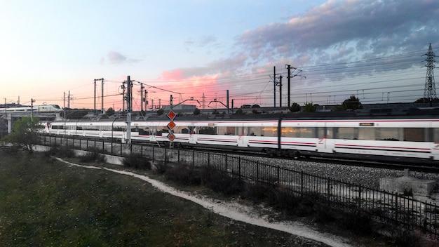 Conceito de transporte com trem rápido