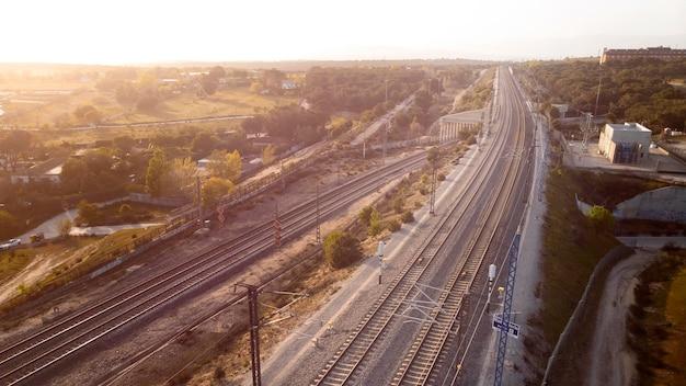 Conceito de transporte com vista aérea de ferrovias