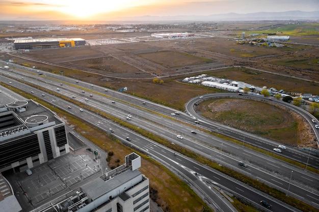 Conceito de transporte com vista aérea de veículos