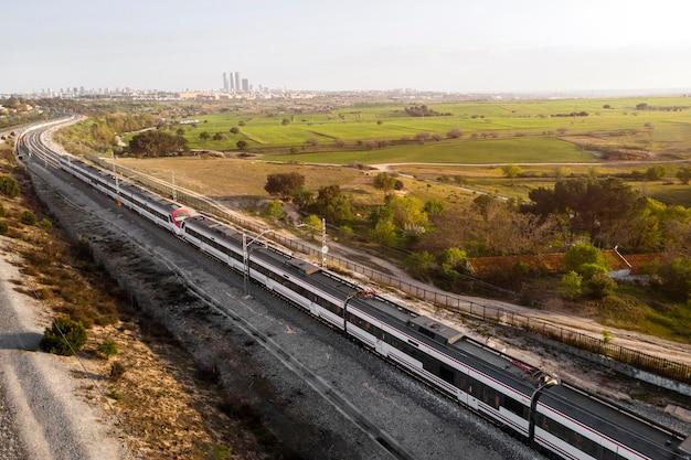 Conceito de transporte de vista aérea com ferrovias