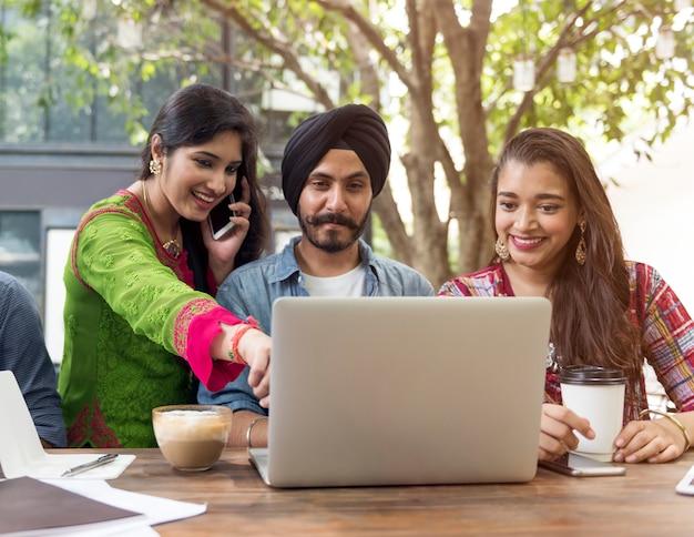 Conceito de unidade de conexão de brainstorming de cooperação