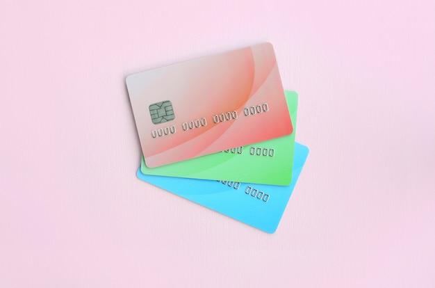 Conceito de variedade de serviços bancários e aplicações de cartões bancários