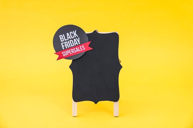 Conceito de venda de sexta feira preta com etiqueta redonda