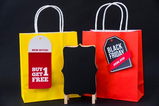 Conceito de vendas de sexta feira preta com dois sacos