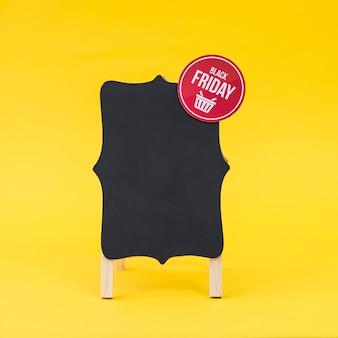 Conceito de vendas de sexta feira preta com placa