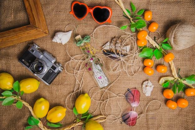 Conceito de verão com limões e laranjas