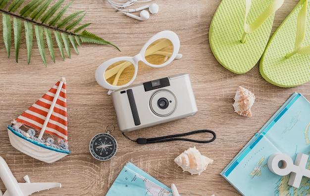 Conceito de viagem com câmera de filmes para smartphone