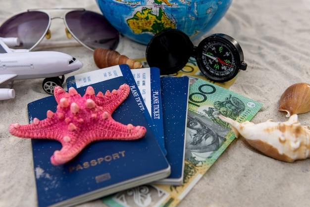Conceito de viagem com dólar australiano, passaporte e globo
