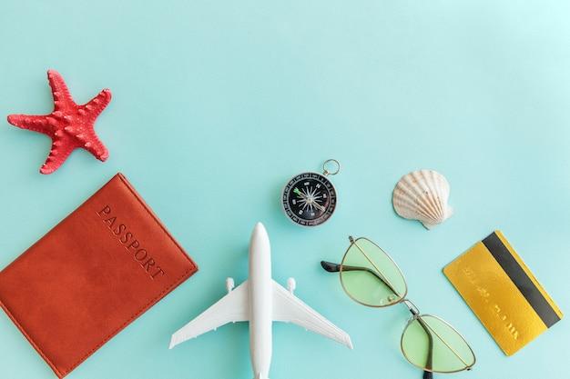 Conceito de viagem de aventura de viagens mínimo simples plana leigos em azul moderno colorido pastel moderno fundo