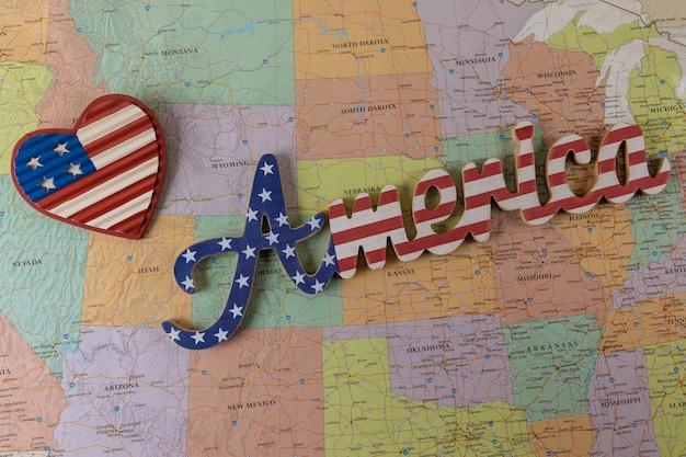 Conceito de viagem de férias no belo país dos eua com a américa no mapa dos eua