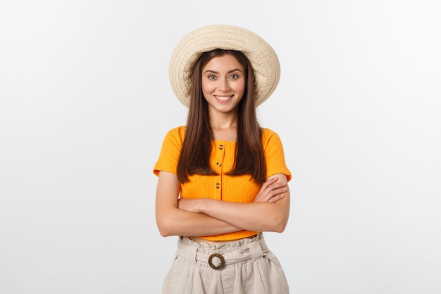 Conceito de viagens - close-up retrato atraente jovem bonita com chapéu da moda e sorrindo.