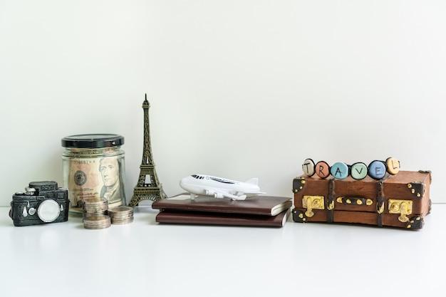 Conceito de viagens, turismo e planejamento de férias, close-up, copie o espaço.