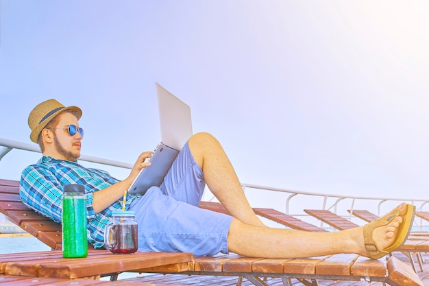 Conceito de viciado em trabalho hipster