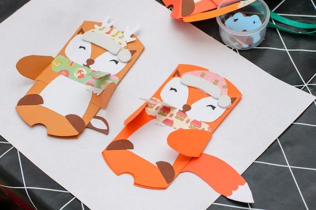 Conceito diy. cartões de natal artesanais