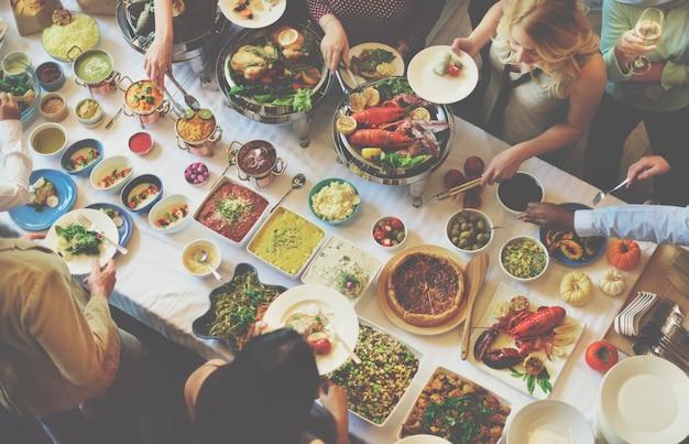 Conceito do alimento da restauração do restaurante do jantar de bufete