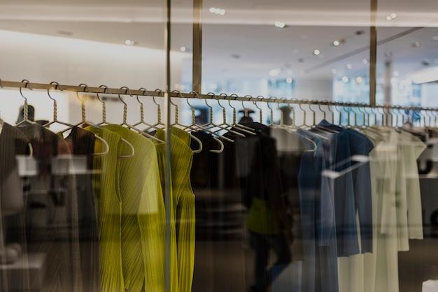 Conceito do boutique da loja da roupa de forma